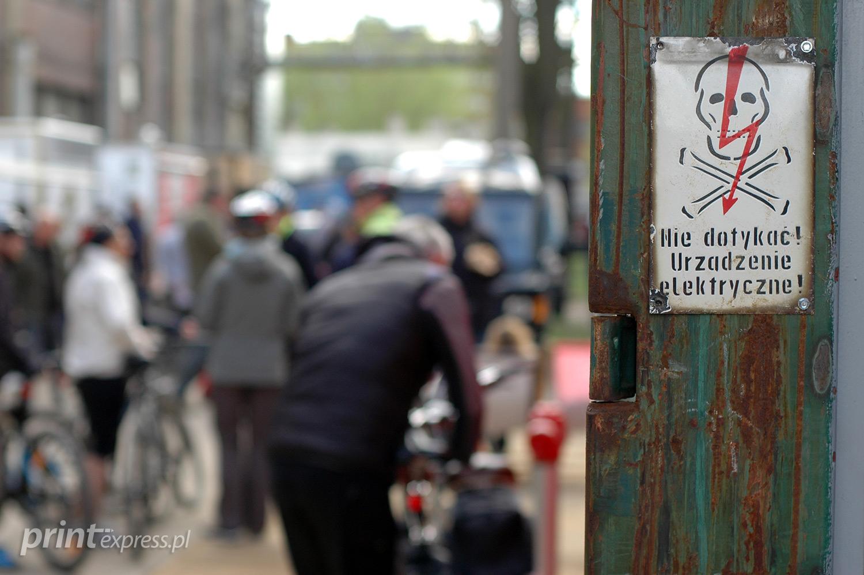 Mimo ostrzeżeń nie zawahaliśmy się wejść na Ulicę Elektryków i samemu przekonać się jak tam jest.